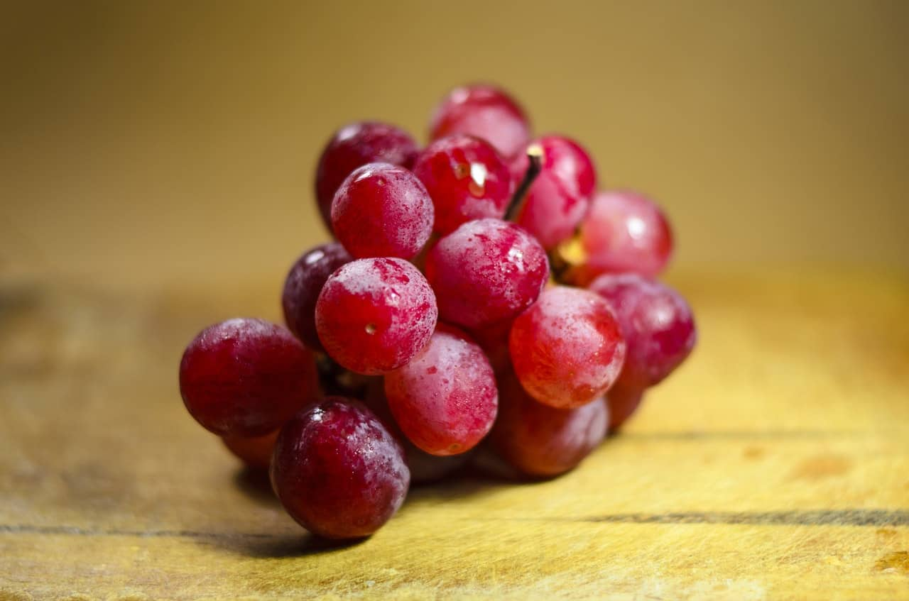 A bundle of red grapes